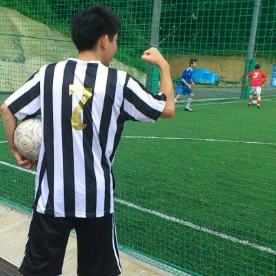憧れのサッカーユニフォームなら、お手頃なレプリカで!